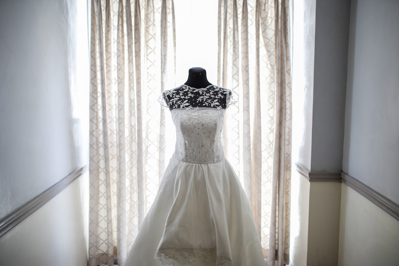 How Much Does it Cost to Ship a Wedding Dress